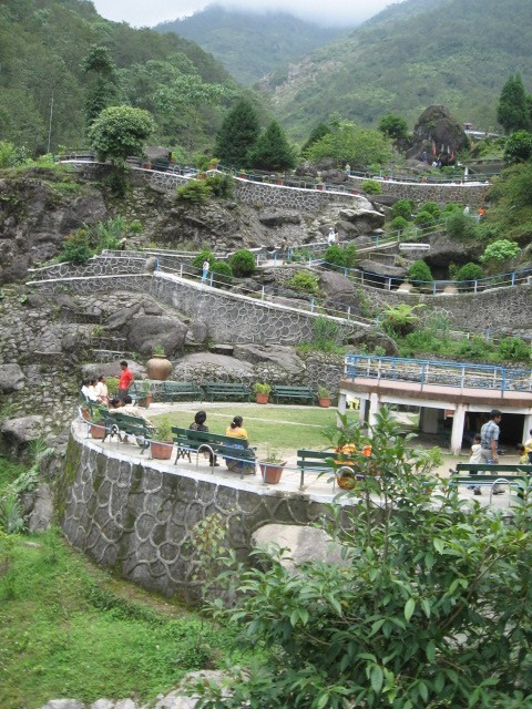 an essay visit to a hill station in hindi Best hill stations in india boasts spectacular views that would astound any visitor each of the hill stations reverberates its own charm and appeal.